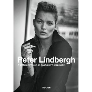 PETER-LINDBERGH---A-DIFFERENT-VISION--ON-FASHION-PHOTOGRAPHY